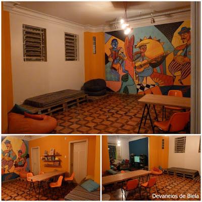 Samba Rooms Hostel em BH - casa amarela