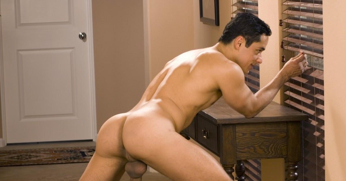 gay i enjoy being naked