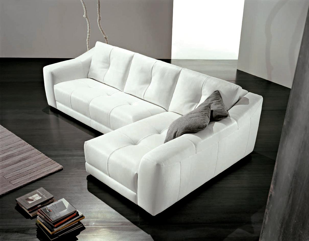 http://1.bp.blogspot.com/-5yLrZ8hXvBM/TdoXcd8LZyI/AAAAAAAABeE/o4Wh0n9Tp7k/s1600/Modern-living-room-interior-and-white-sofa.jpg