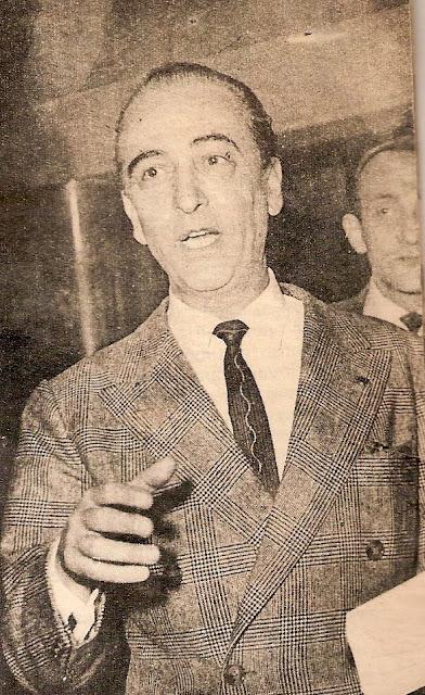 Hugo del Carril traje a cuadros y corbata