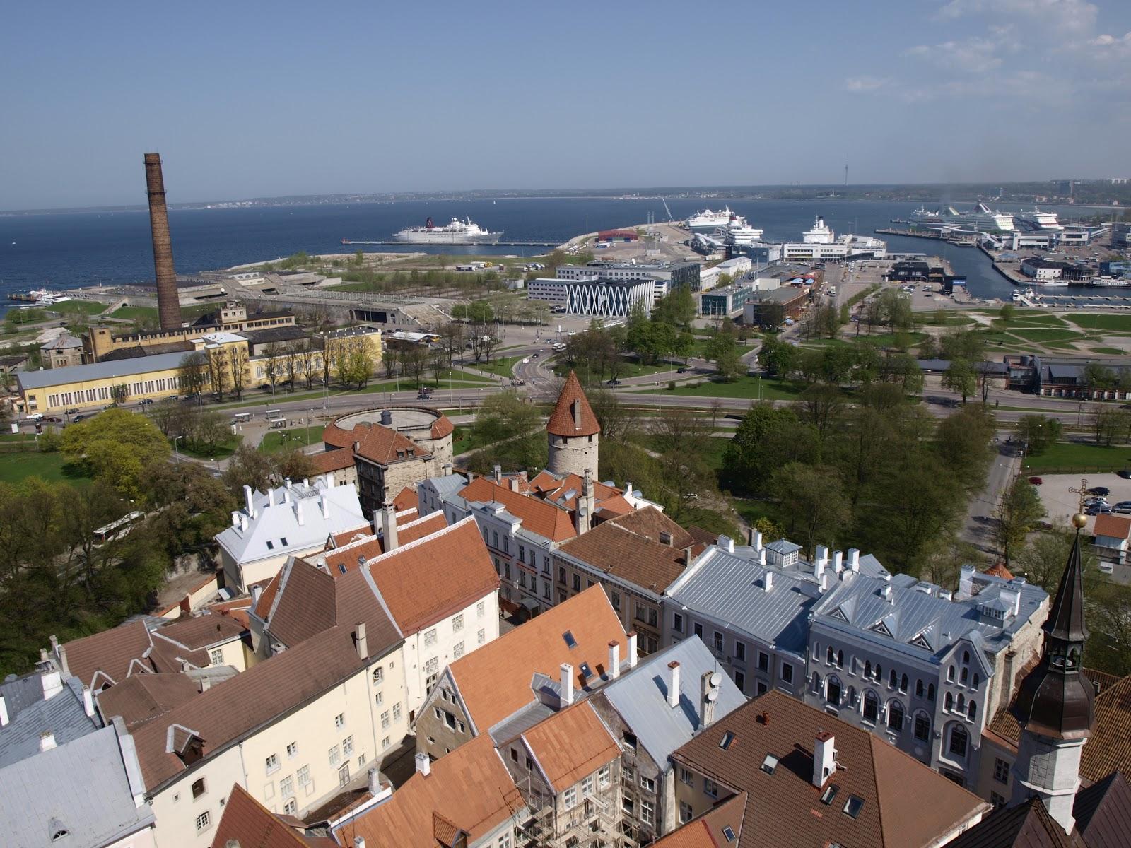 Вид Таллинна с церкви Олевисте