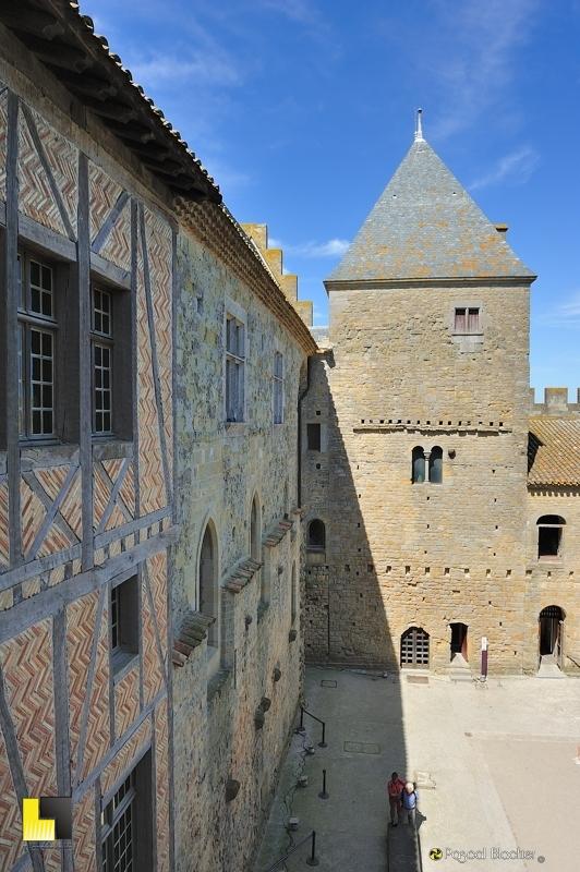 Bâtiments de la cour d'honneur du château comtal de Carcassonne photo pascal blachier