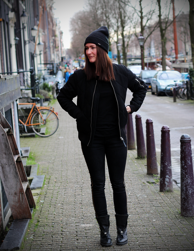 all black outfit inspiration fashion blogger