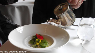 Pouring-whey-tea-Eleven-Madison-Park-Stella-Dacuma-Schour-food-photography