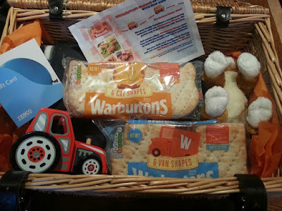 Easy Picnics with Warburtons Cats and Vans Sandwich Thins