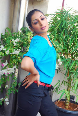 Padmapriya Hot Leg Show Photos