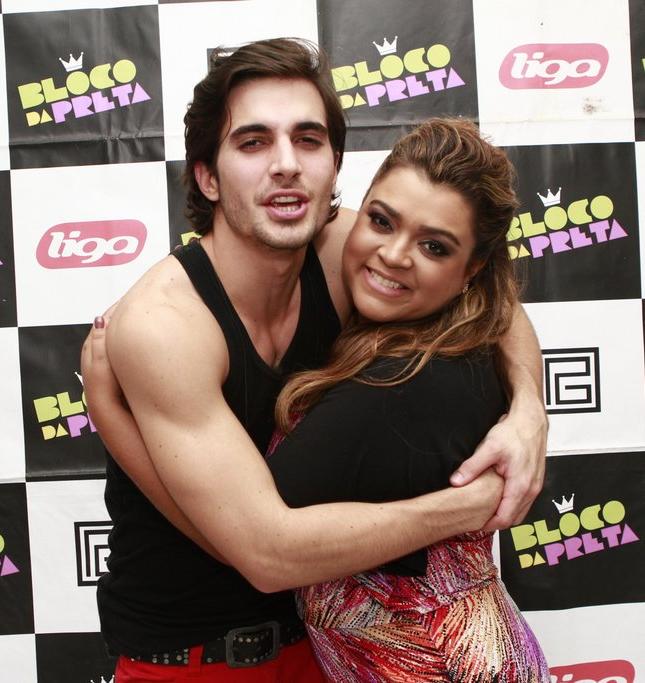 Fiuk e Preta Gil antes de show no Rio (Foto: Isac Luz)