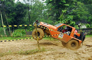 gambar mobil offroad