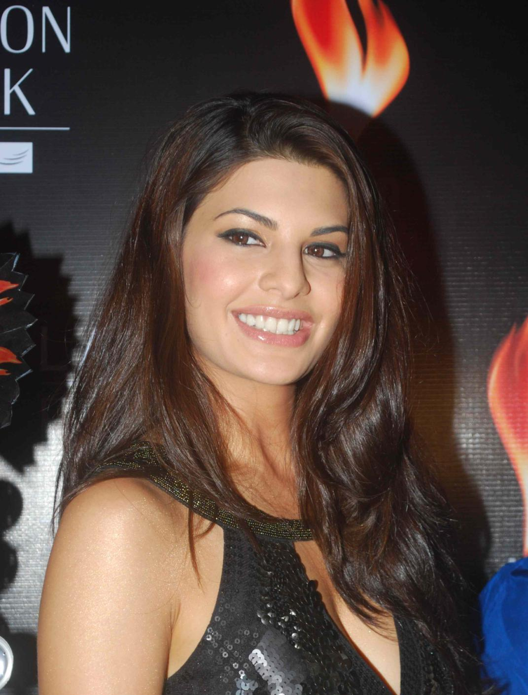High Quality Bollywood Celebrity Pictures: Jacqueline