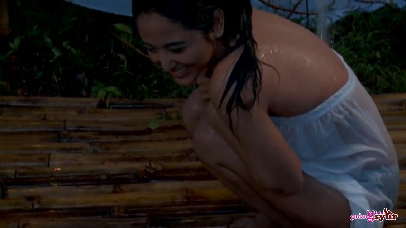 moumougi foto syur dewi persik di film pacar hantu perawan