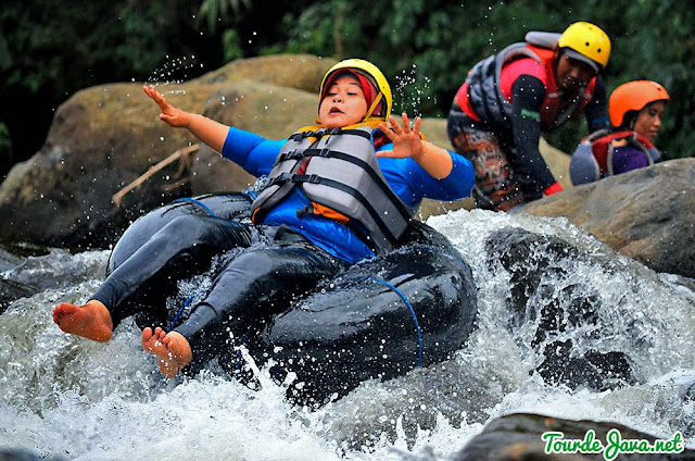 River Tubing di Sungai Amprong Malang