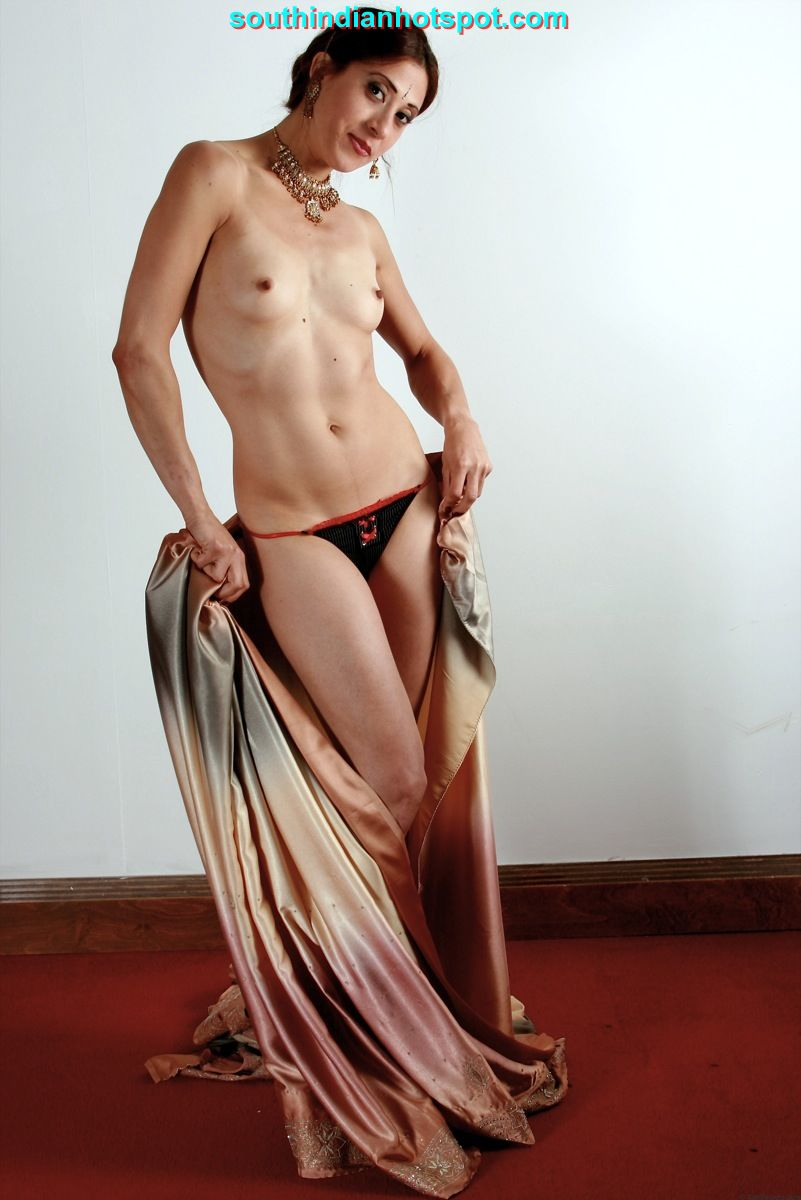 nude women with saree