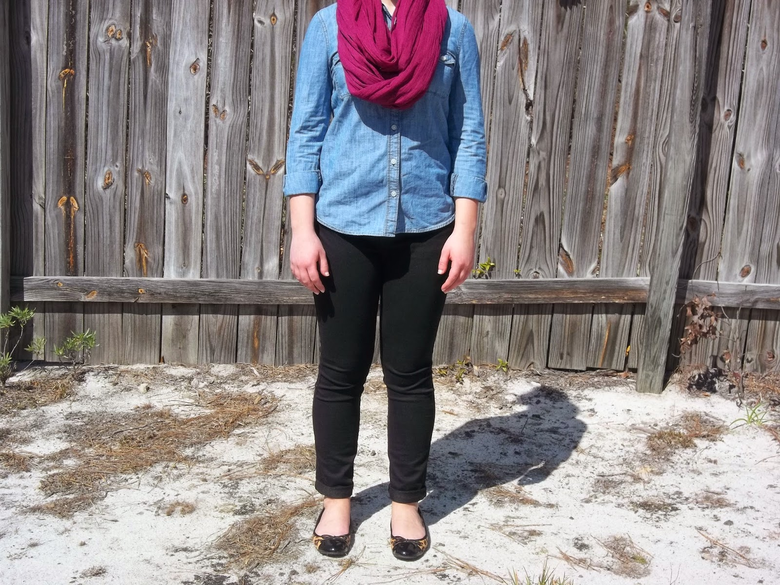 No-Fail Outfit Formulas. Chambray shirt, black skinny jeans, infinity scarf, leopard flats. http://mybowsandclothes.blogspot.com/. #outfitinspiration #outfitpost #styleblogger #sblogger #ontheblog #chambray #infinityscarf #leopardflats #skinnyjeans