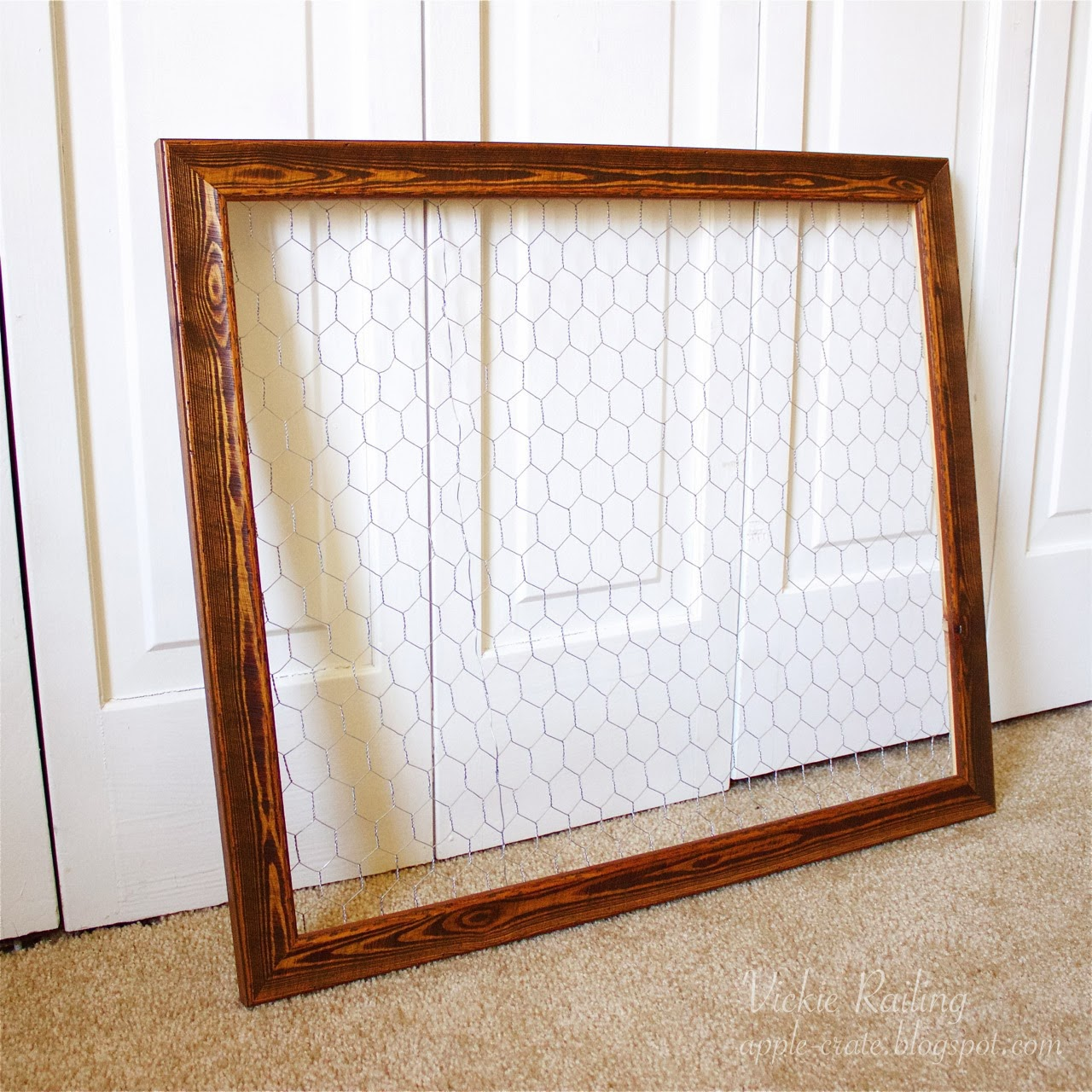 The Apple Crate: Chicken Wire Frame & DIY Vintage Clothespins