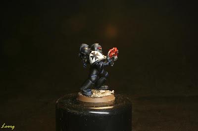 Detalle de la hombrera derecha de los Guardianes de la muerte procedente de los Templarios Negros