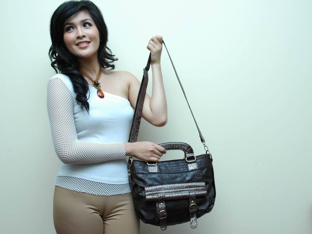 Sandra Dewi, 50 Perempuan Tercantik di Indonesia