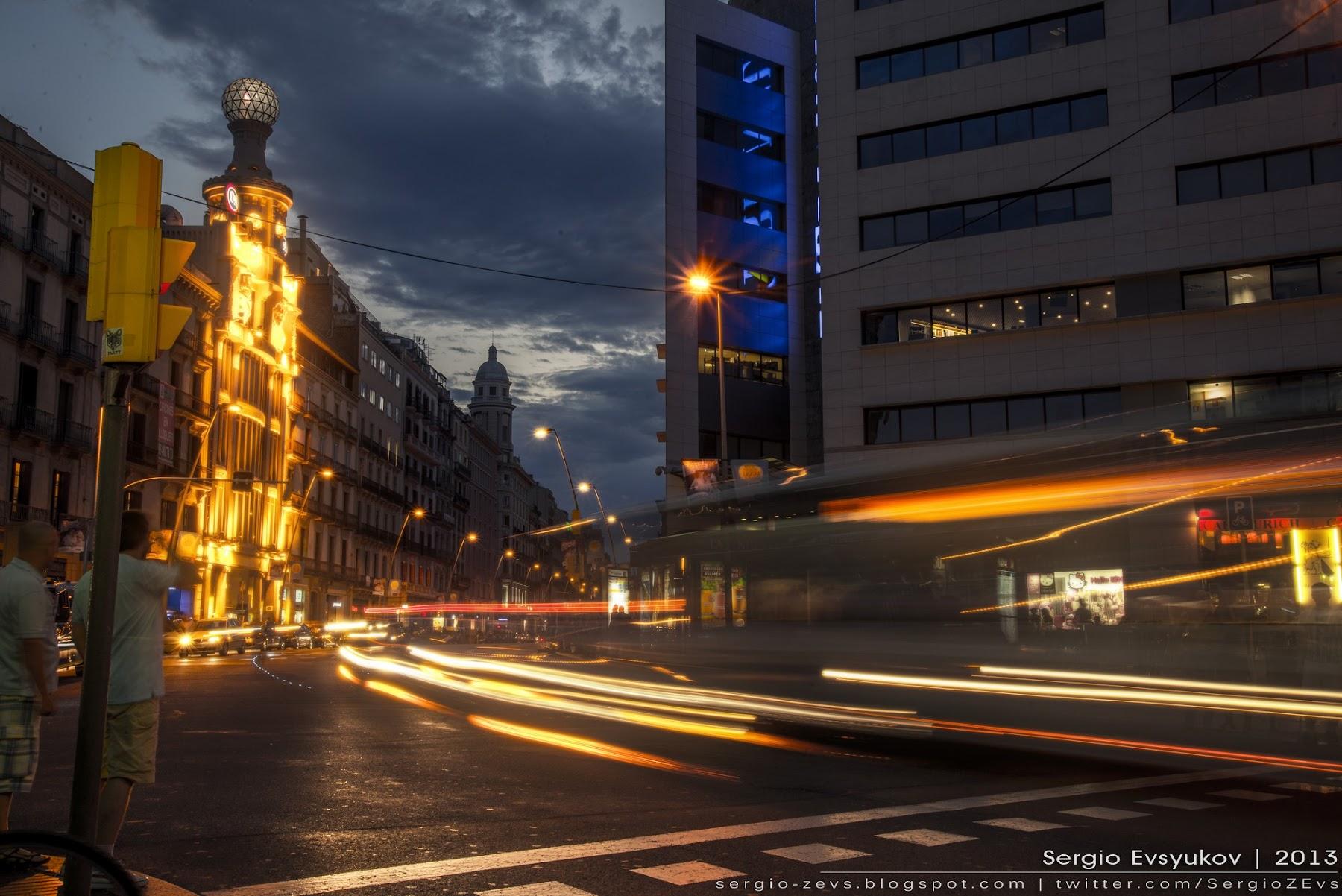 Carrer de Pelai at night
