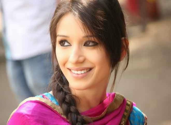 Heli Daruwala HD Wallpapers Free Download