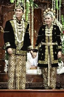 Gambar Pakaian Adat dan namanya dari 33 Provinsi di Indonesia