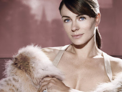 English Fashion Model Elizabeth Hurley Wallpaper