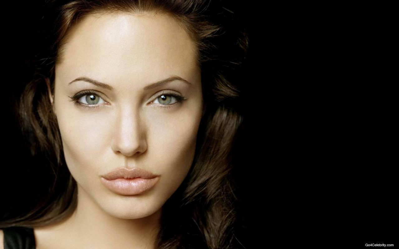 http://1.bp.blogspot.com/-6-kt3wB0XII/T4iAFu0xHmI/AAAAAAAAAhc/8lnGSRE4Mnw/s1600/Angelina-Jolie-HD-Wallpaper-18.jpg