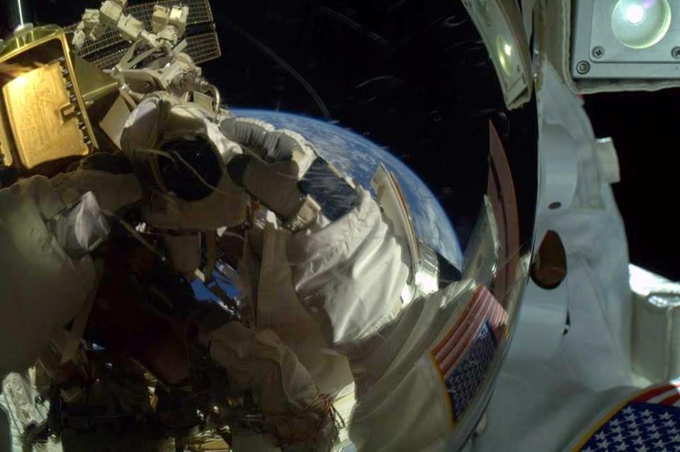 Pocket Hobby - www.pockethobby.com - #HobbyNews - Selfie Espacial - Spacie!