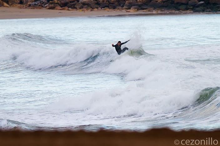 Surf en la playa de Poniente, Gijón