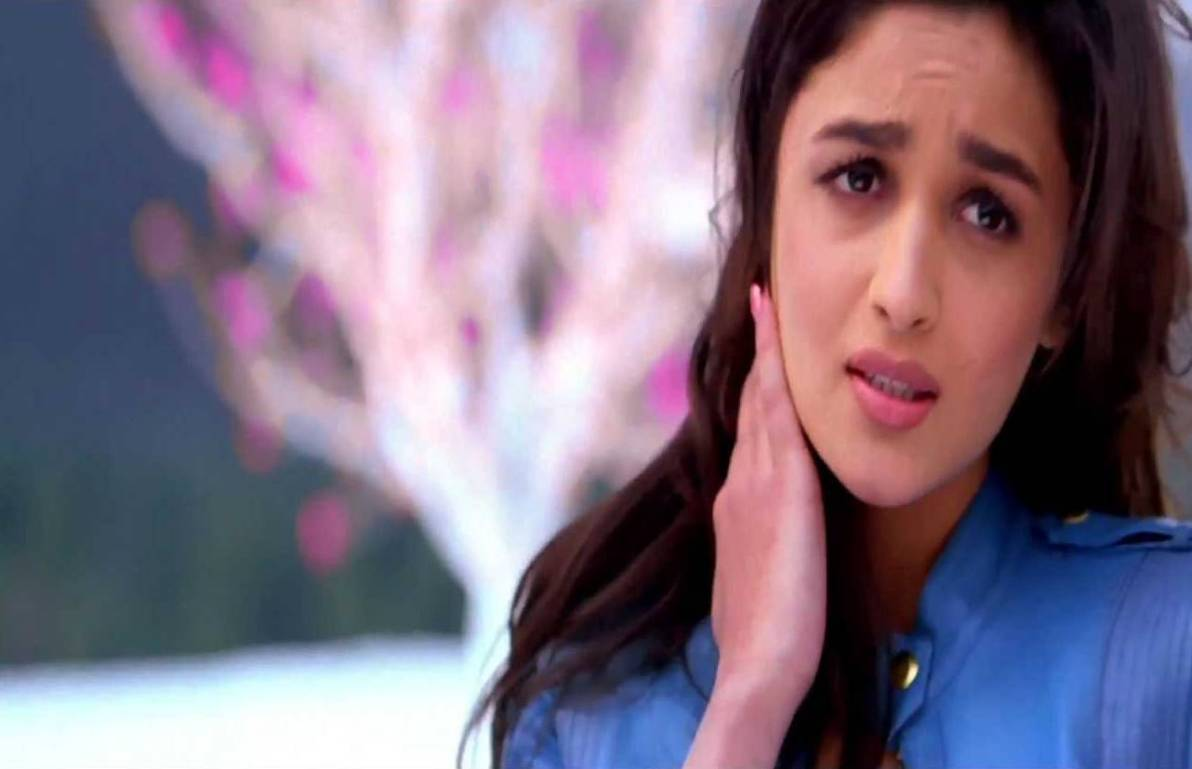 Alia Bhatt In Ishq Wala Love In Pink Dress www.pixshark ...