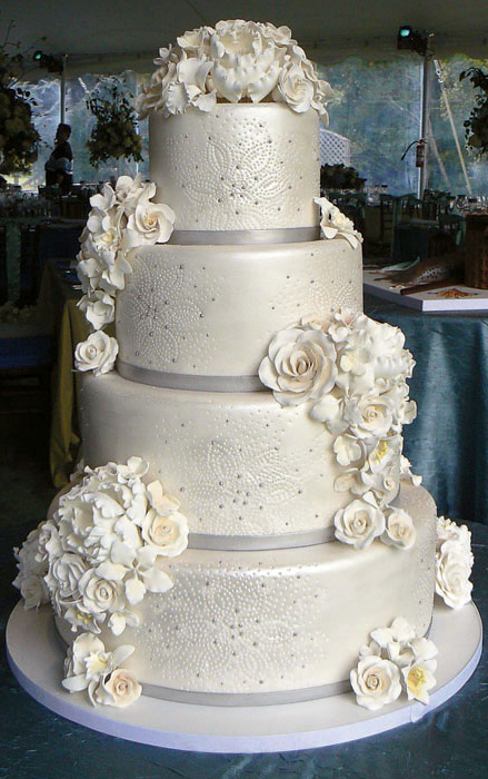 elegant wedding cakes with flowers