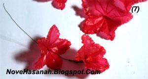 cara membuat kreasi bunga dari kantok kresek bekas 6