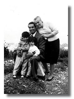 I miei genitori e Lia, una delle mie sorelle