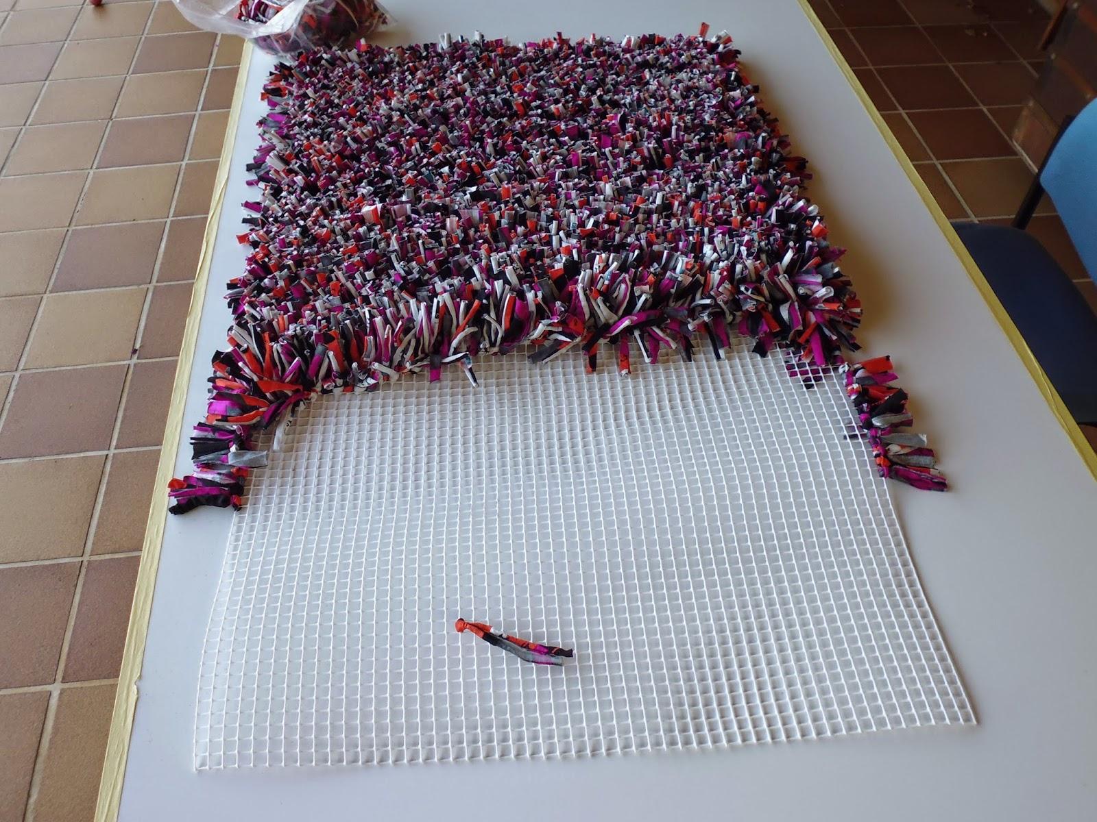Las labores de toni alfombra de trapillo tutorial - Como hacer alfombras de nudos ...