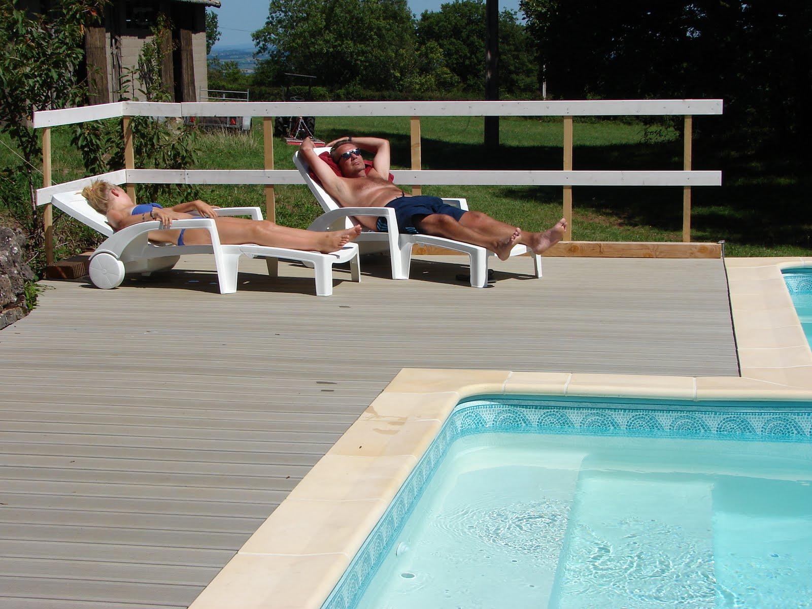 Les fontanelles augustus 2011 - Zwarte voering voor zwembad ...