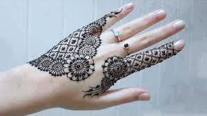 hennas tetovējumi uz rokām