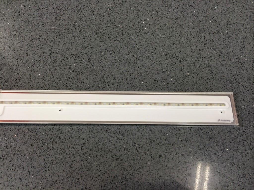 regleta LED emi luz cocina blanca diseño