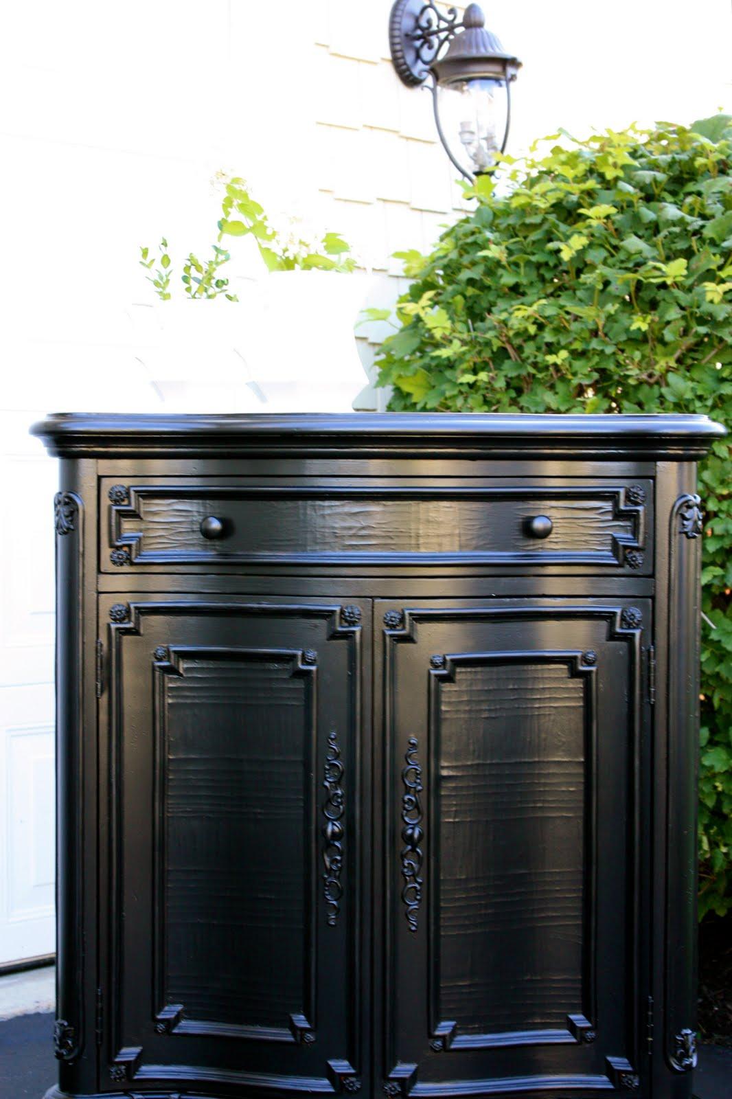 How to Paint Furniture Black With a Rubbed Finish Look