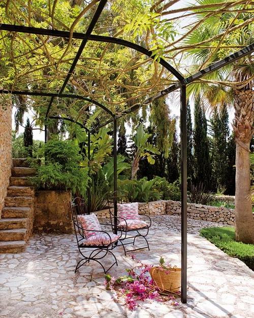 Estilo rustico patios rusticos en francia - Como decorar un jardin rustico ...
