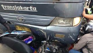 Rem blong, Transjakarta Tabrak 8 Motor dan 3 Mobil