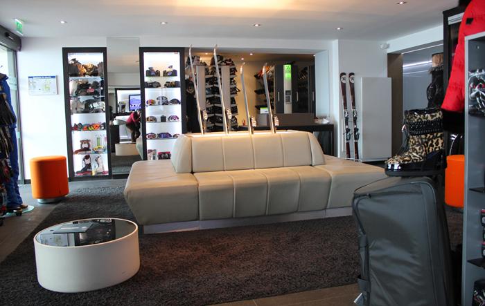 diana dazzling, fashion blogger, fashion blog,  cmgvb, como me gusta vivir bien, dazzling, luxury, courchevel, 1850, alpes, ski, le strato, luxury hotel, ski room