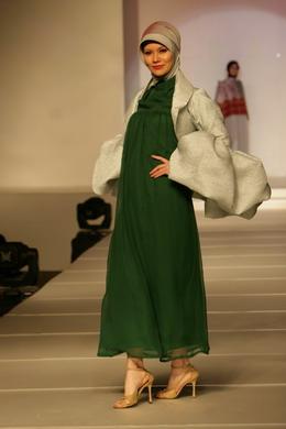 Model baju Muslim Untuk Pesta Pengantin