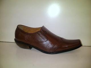 Sepatu Kulit pantofel Gianni Versace