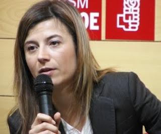 Declarada por ella misma como Feminista y la ponen de Ministra de Igualdad. Un cargo sacado de la manga por Jose Luis Rodriguez Zapatero, para devolver favores