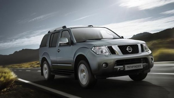 nissan pathfinder est une puissante 4x4 7 places voiture. Black Bedroom Furniture Sets. Home Design Ideas