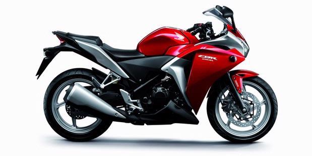 Spesifikasi New Honda CBR 150R Merah.jpg