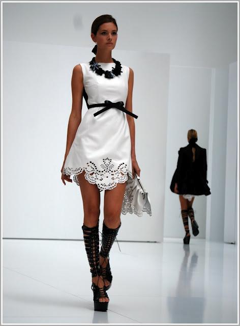 Collar para vestido negro con blanco