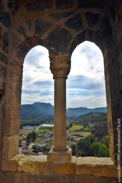 Detalle de ventana de Castillo de Frías, Burgos