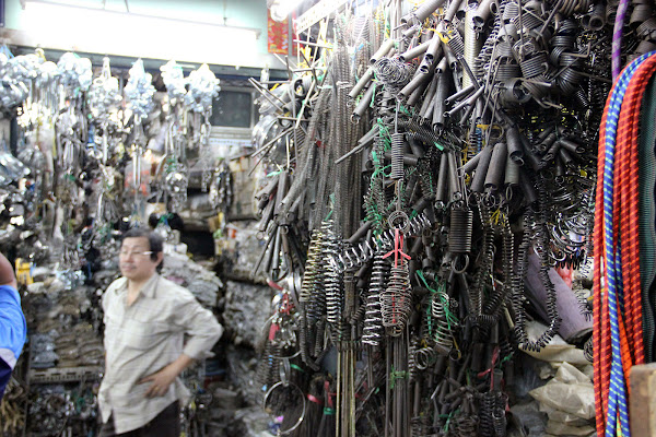 Materiales de construccion en el mercado Dan Sinh de Vietnam