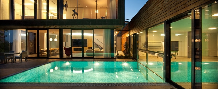 Swimming pool in Water Patio House by by Drozdov & Partners