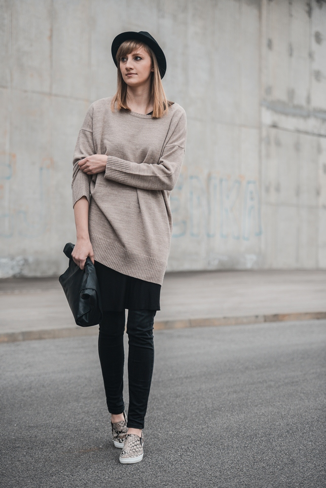 dress over pants outfit, oversized dress cardigan, slip on sneakers snake print hm, style blogger, fashion blog