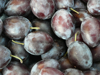 Health Benefits of Plum Fruit During Pregnancy (Woman Pregnant)